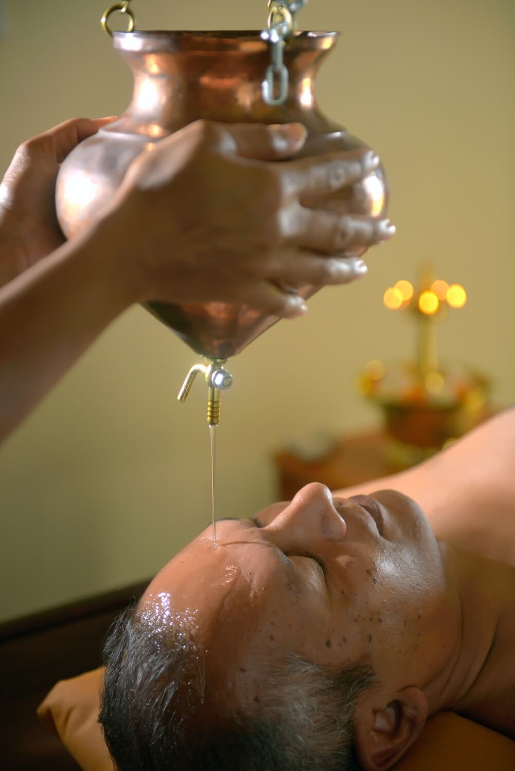 Man oil therapy at Les Mariannes