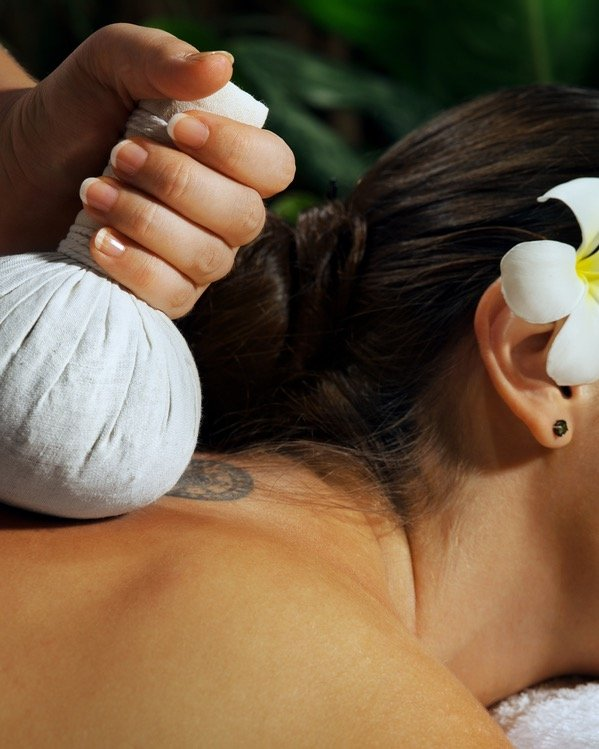 Woman relaxing massage - Les Mariannes
